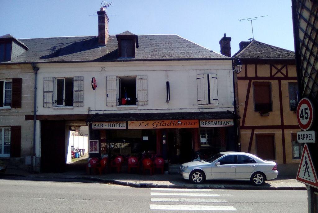 VEND FOND DE COMMERCE BAR RESTAURANT AVEC 5 CHAMBRES HOTEL